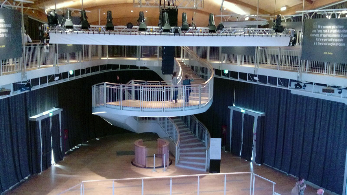 spiral staircase of large steel wood pavillon unicredit. Black Bedroom Furniture Sets. Home Design Ideas